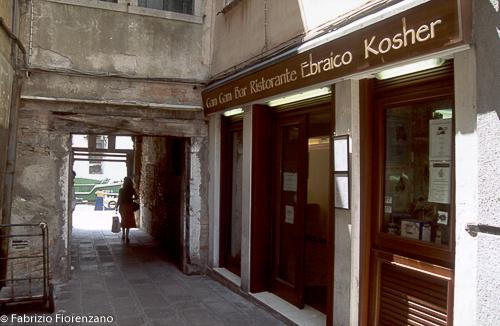 Veneice Jewish ghetto - Jewish restaurantJune 2003