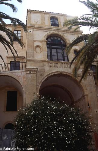 Internal courtyard Palazzo Nicolaci